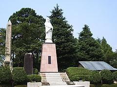 牧之原公園と栄西禅師像